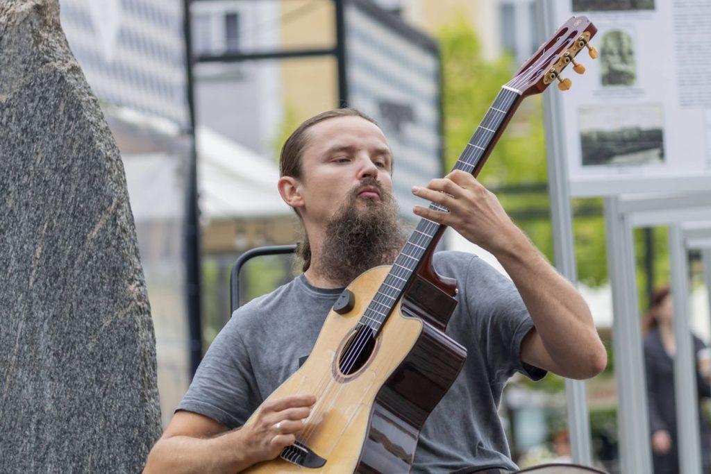 Gitarzysta Mariusz Goli