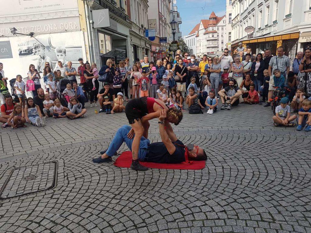 Artystka cyrkowa Gaia Ma - pokaz uliczny na Festiwalu BuskerBus