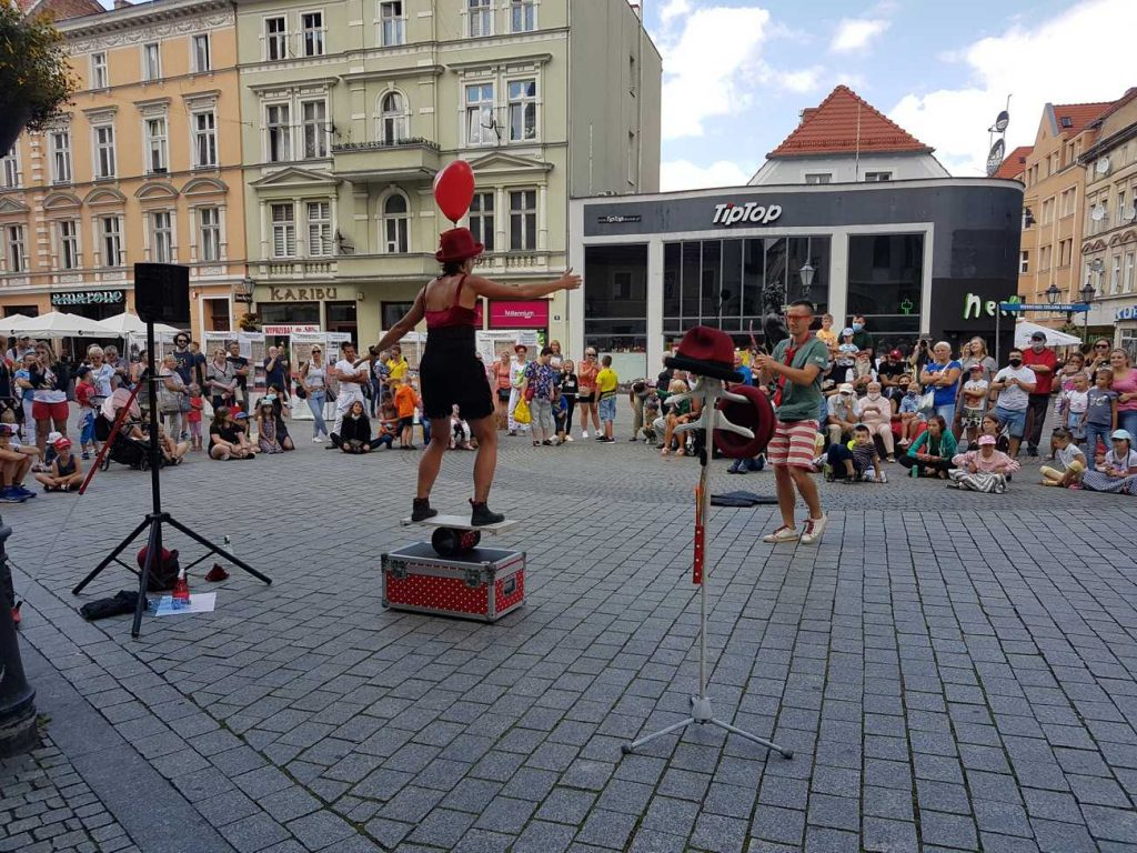 Artystka uliczna Gaia Ma na Festiwalu BuskerBus
