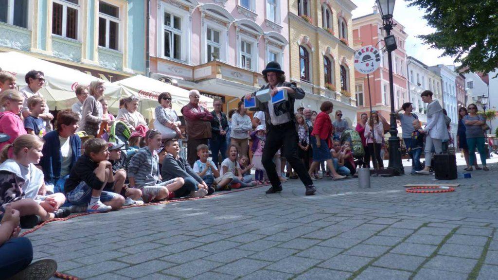 Busker Matthias Goed performing in Zielona Góra