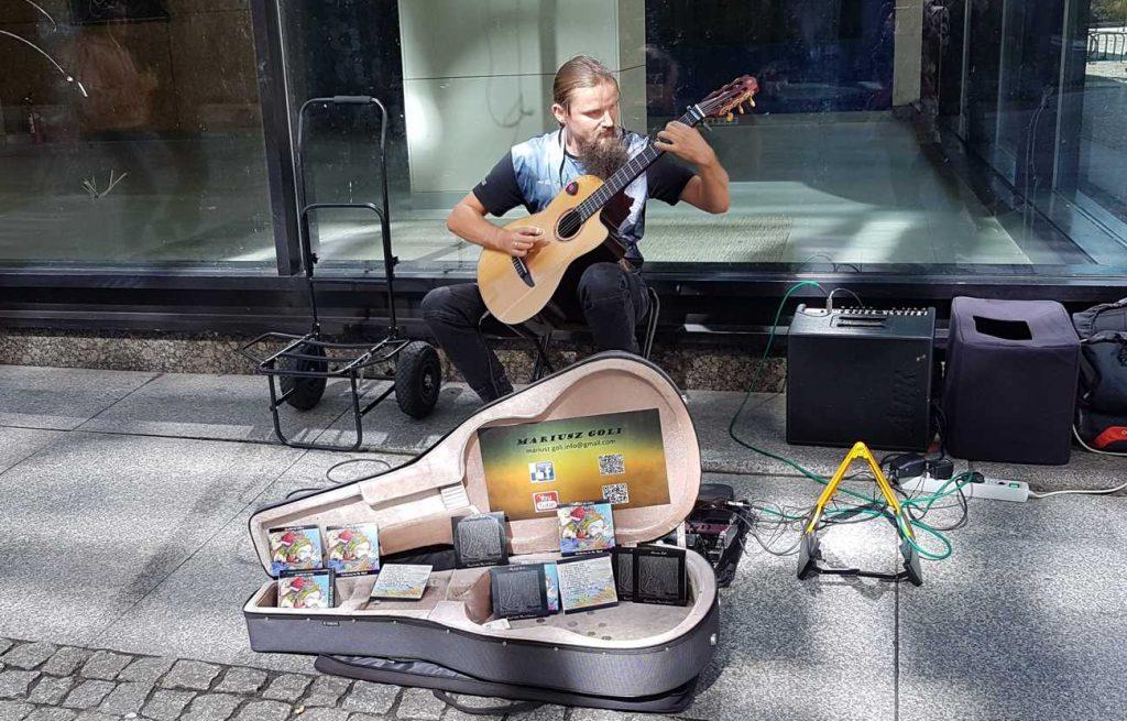 Street musician Mariusz Goli performing at BuskerBus in Wrocław
